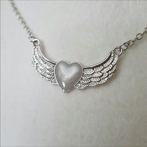 Jewelry - Glow in the dark center angel wings necklace